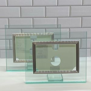 Set of 2 glass and silver photo frames